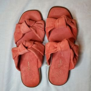 NEW AVELLINI Pink Flat Sandals with Bows